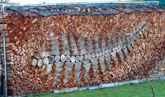 Укладка дров - это искусство.